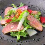 草食系男子でもお肉が食べたい!簡単モテご飯レシピ「鴨肉のサラダ」